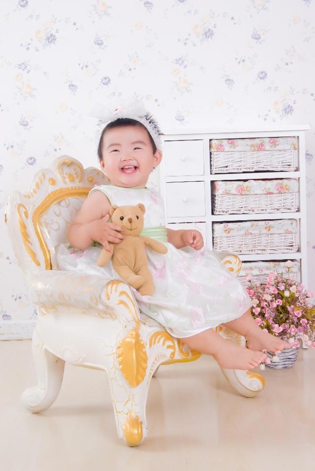 小美女一岁照片,新鲜出炉了-岁月如歌