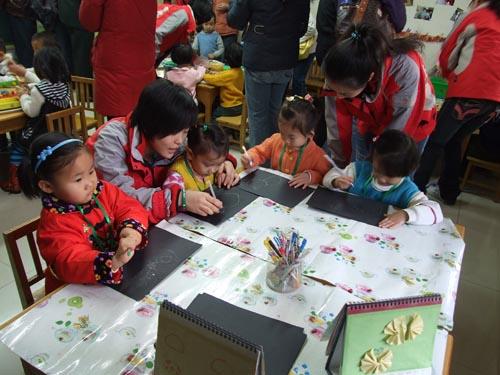 幼儿园小班美工区教玩具
