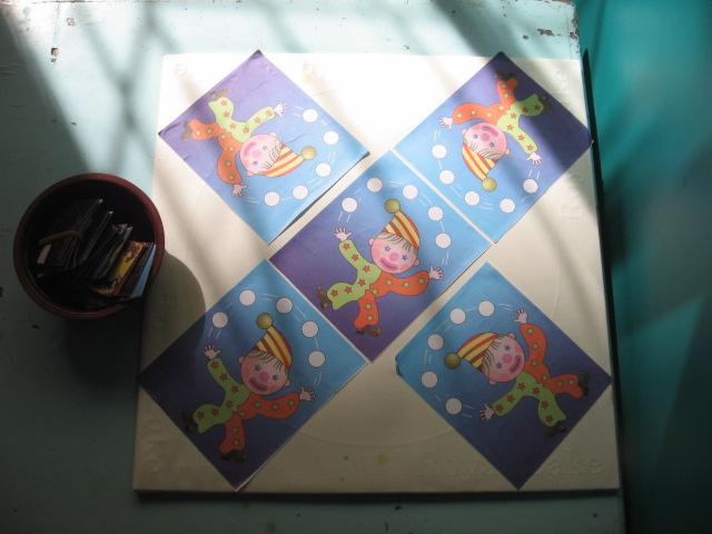幼儿园各种形状拼图墙面设计图片