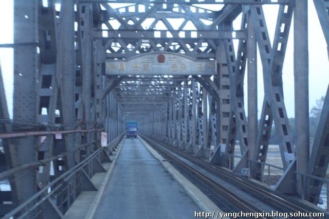 实拍中朝鸭绿江大桥