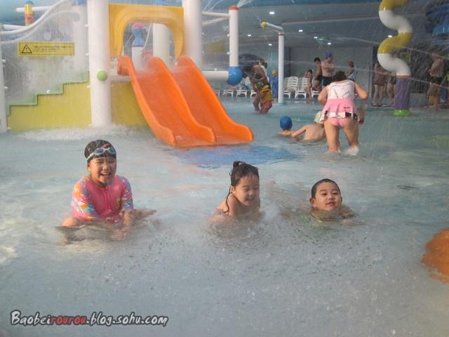 亞洲最大室內水上樂園------水立方嬉水樂園