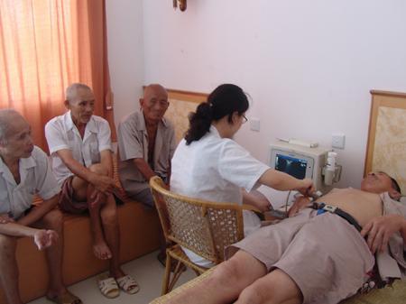 检查肝脏,胆系,胰腺,脾脏;       b超二:检查肾脏,输尿管,膀胱,前列腺