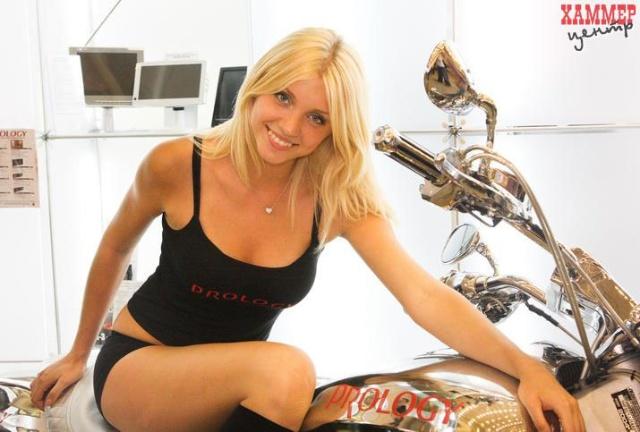 乌克兰车媒:2010基辅车展最佳美女评选 罗兰