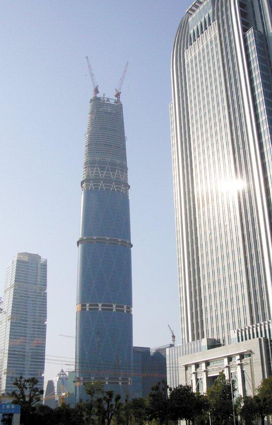 广州西塔四季酒店有望在2011年上半年开业。酒店位于广州国际金融中心西塔66-100层,建筑面积为9.1万平方米,是全球最高的酒店之一,也是全球最高的西塔酒店。酒店从70层开始至楼顶的空中大堂,高度超过100米。西塔裙楼南侧为国际会议中心。