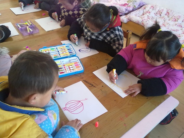 幼儿观察和分析灯笼的组成部分