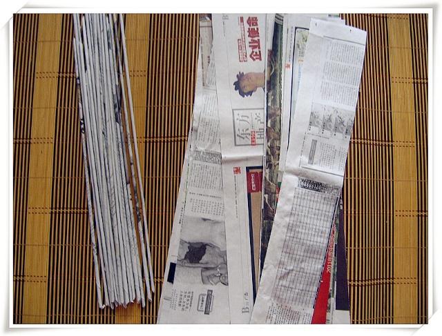 手工--报纸编小花瓶