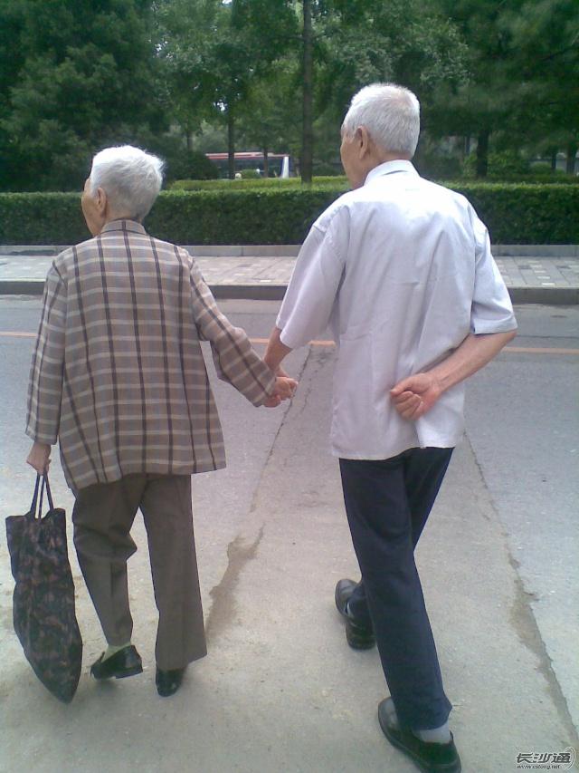 老头老太太图片老头老太太净身图片老头老太太牵手 ...