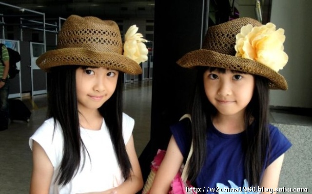 ...姊妹花已经长大已经9岁的俩小姐妹也上小学四年级了.最近下...