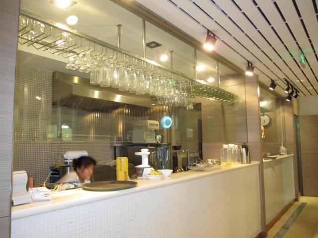 聘请广东知名厨师料理,以海鲜粥居多,潮汕风味与青岛地方特色的完美